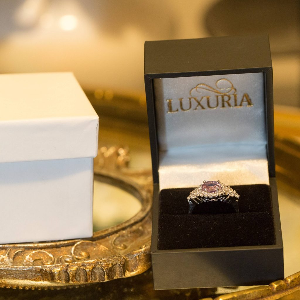 LUXR118-6 Luxuria amethyst rings with deluxe leatherette ring box