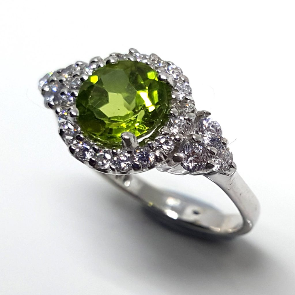 LUXR125-1 Luxuria peridot engagement rings