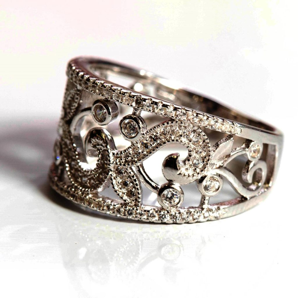 LUXR132-2 Luxuria filigree ring set in silver