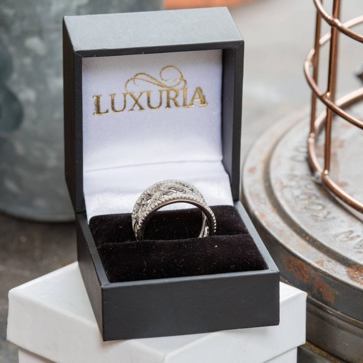 LUXR132-6 Luxuria filigree rings with deluxe leatherette ring box