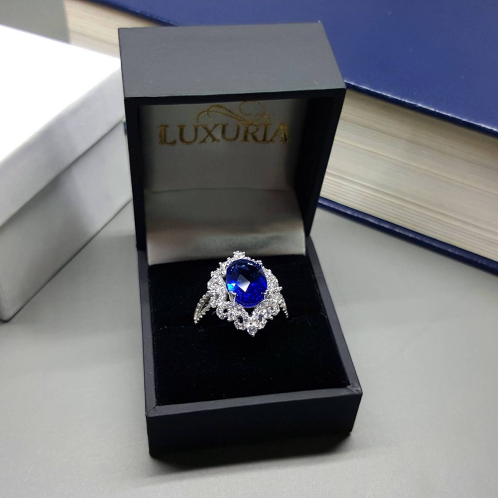 LUXR145-7 Luxuria's cocktail ring with leatherette box makes a great gift for her