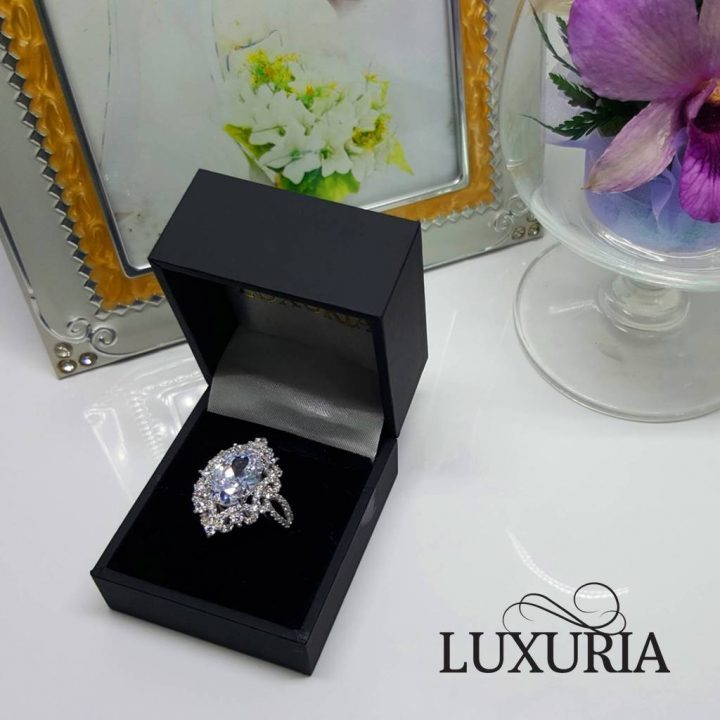 UXR148-7 Luxuria's cocktail ring with leatherette box makes a great gift for her