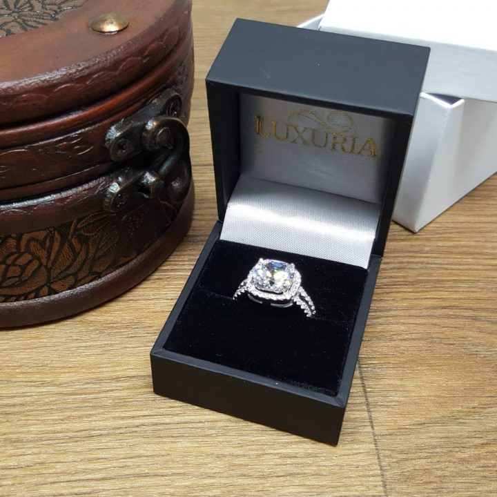 LUXR156-5 Sterling silver engagement ring with deluxe leatherette ring box