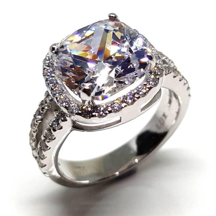 LUXR156 ACCAREZZARE by the Luxuria Jewelry brand of New Zealand NZ