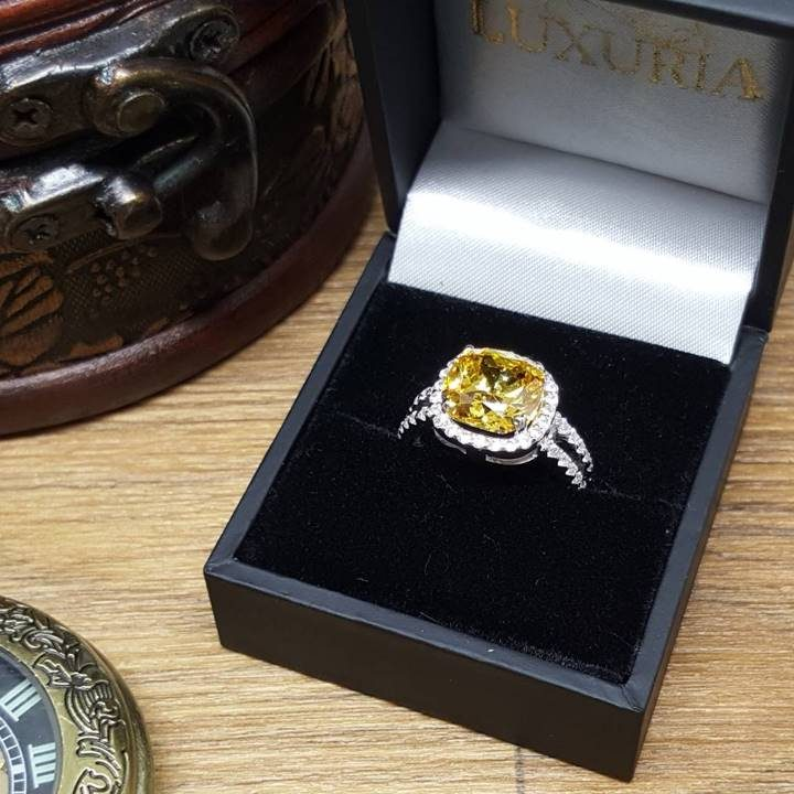 LUXR158 large realistic faux engagement rings with deluxe jewellery box