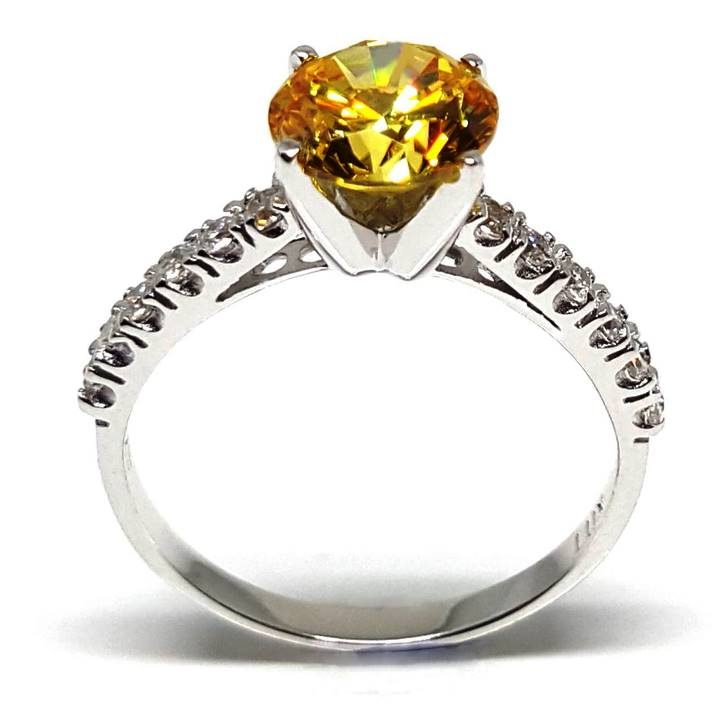Luxuria 2.04 ct round cut canary diamond simulant - Fake rings that look real
