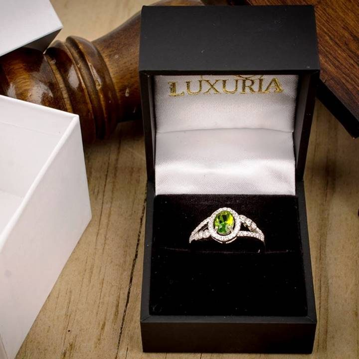 uxuria cz engagement rings in deluxe leatherette gift box