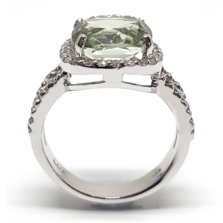 Luxuria fake wedding rings that look real with green amethyst gem