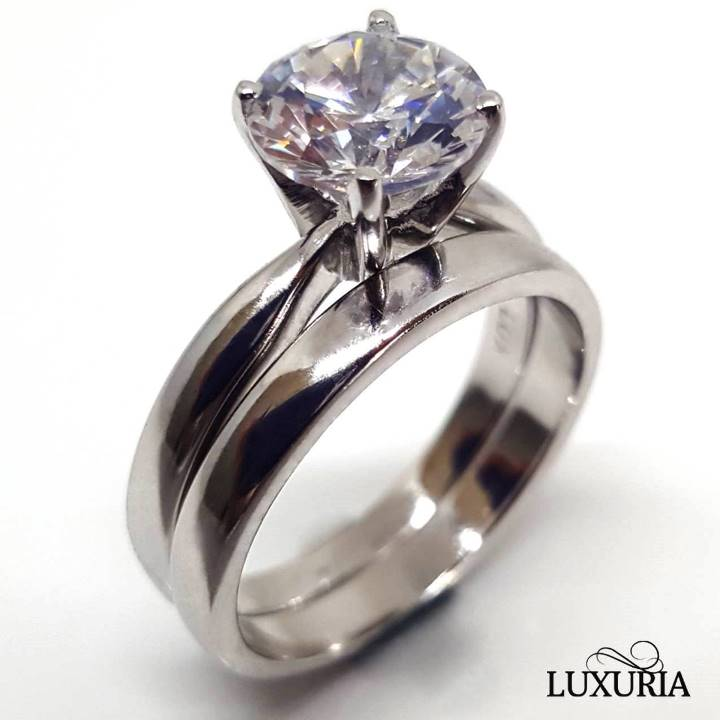 What is cubic zirconia - Luxuria fake diamond engagement rings
