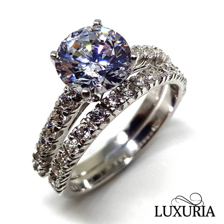 Cubic zirconia vs. diamond CZ rings that look real Luxuria