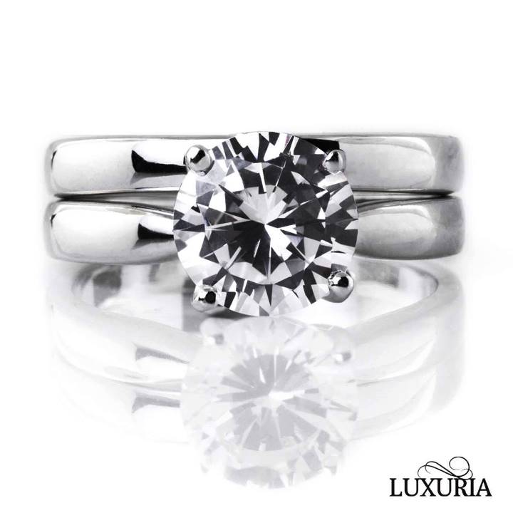 Fake weddings rings are perfect for travel Luxuria