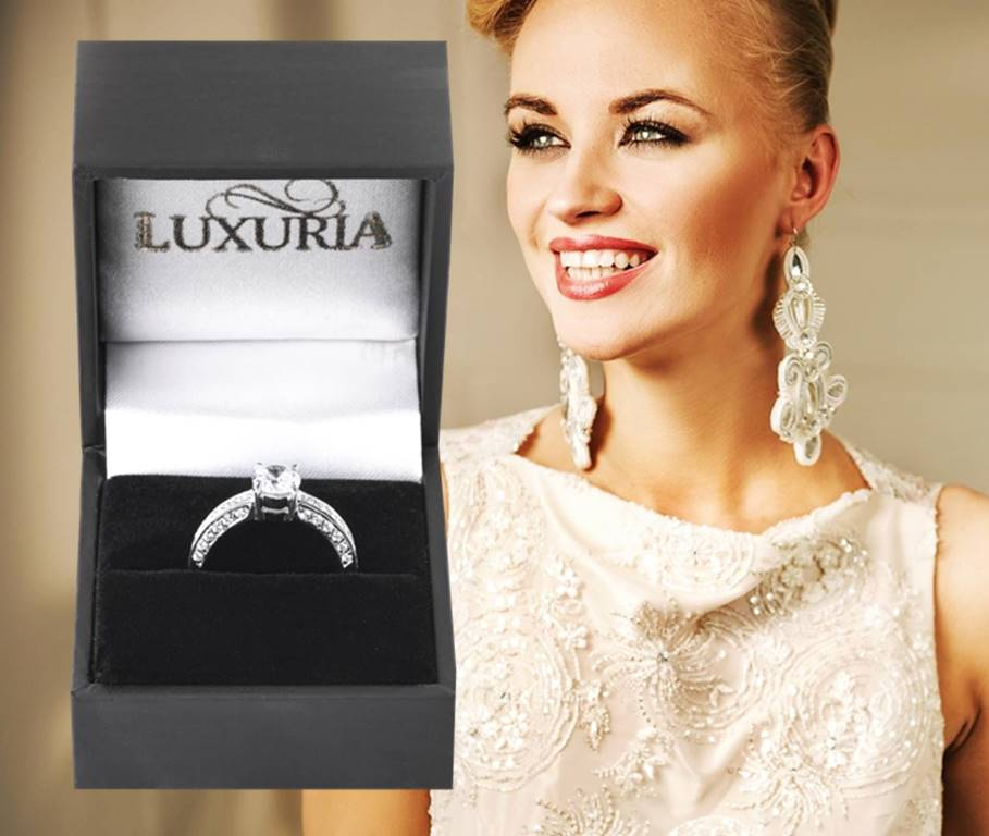 Tips buying a simulated diamond ring - Luxuria