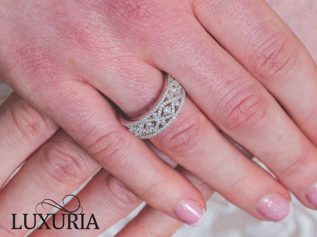 Diamond simulant engagement rings exceptional quality Luxuria