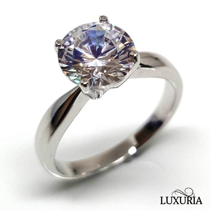 Simulant vs. Synthetic diamonds - Luxuria