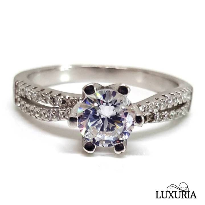What are the Best Fake Diamonds a Crystal ring from Luxuria