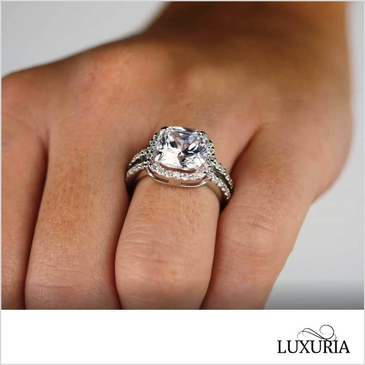 Cushion cut halo fake engagement rings - Luxuria