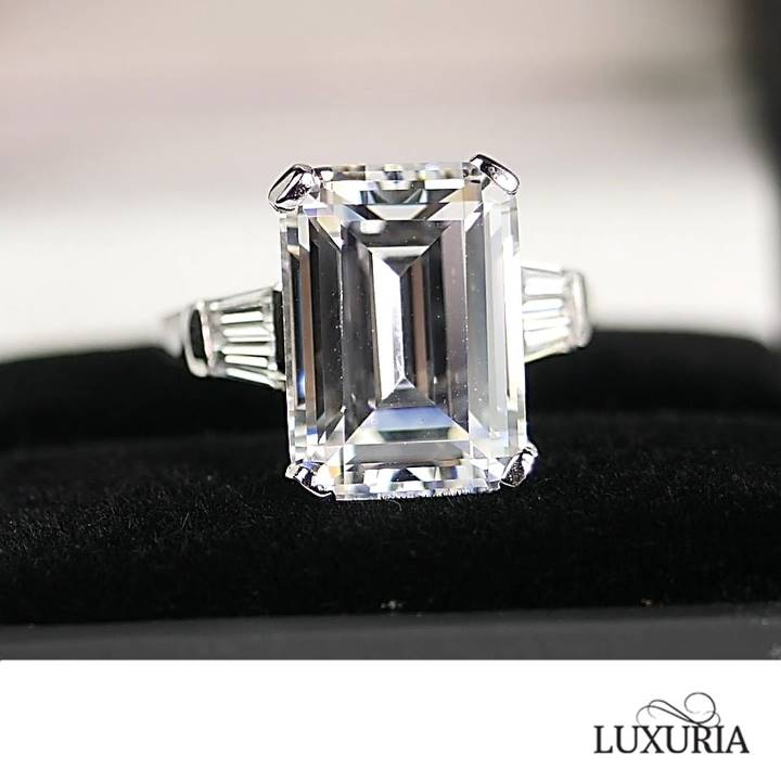 Celebrity size engagement ring in sterling silver Luxuria