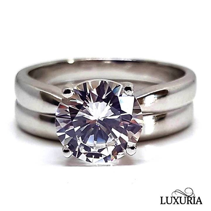 Solitaire engagement ring plus wedding band set in silver Luxuria