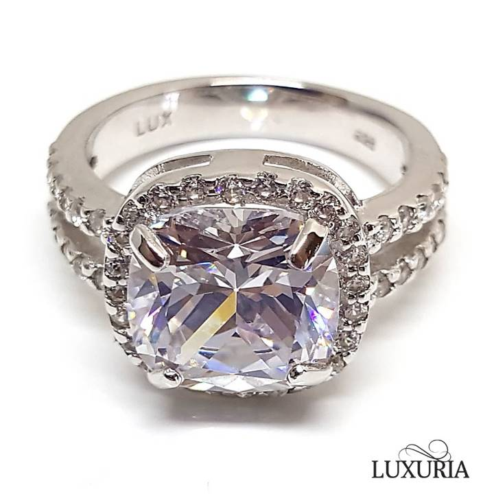 Diamond simulant engagement rings that look real from Luxuria brand