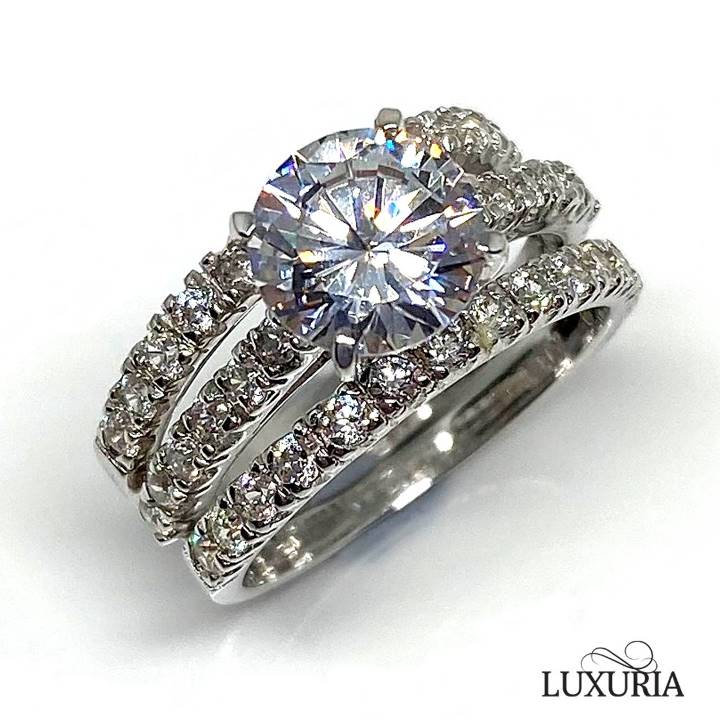 faux diamond ring for travel LUXURIA