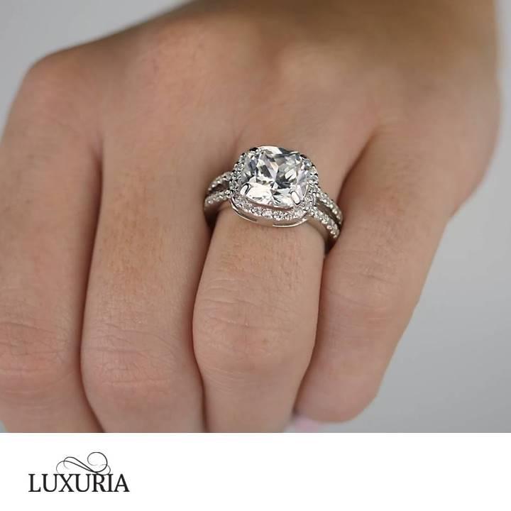 Fake halo engagement rings